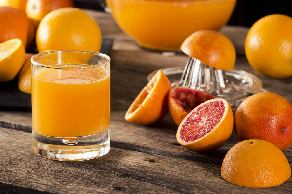 Pros and Cons of Juicing vs. Blending
